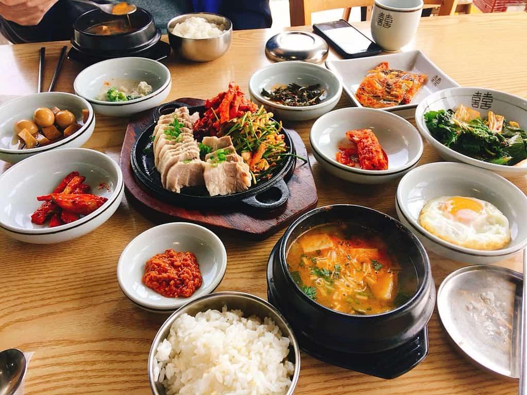 豐盛的韓國小菜