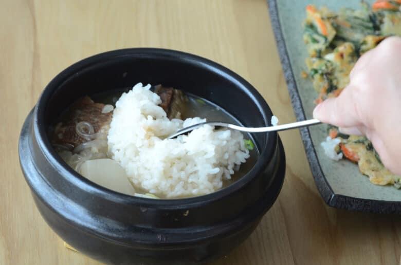 韓式牛排骨湯泡飯吃法