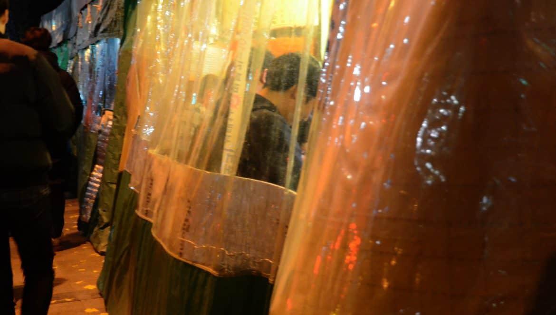 韓國路邊攤-塑膠棚內喝酒