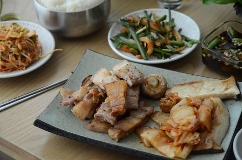 韓國烤肉配泡菜