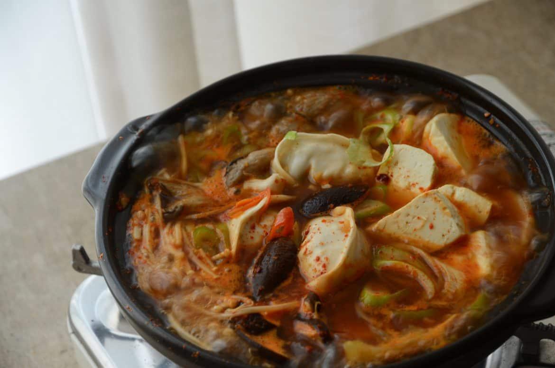年節吃韓式餃子火鍋