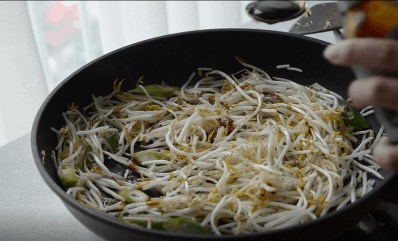 炒豆芽五花肉做法