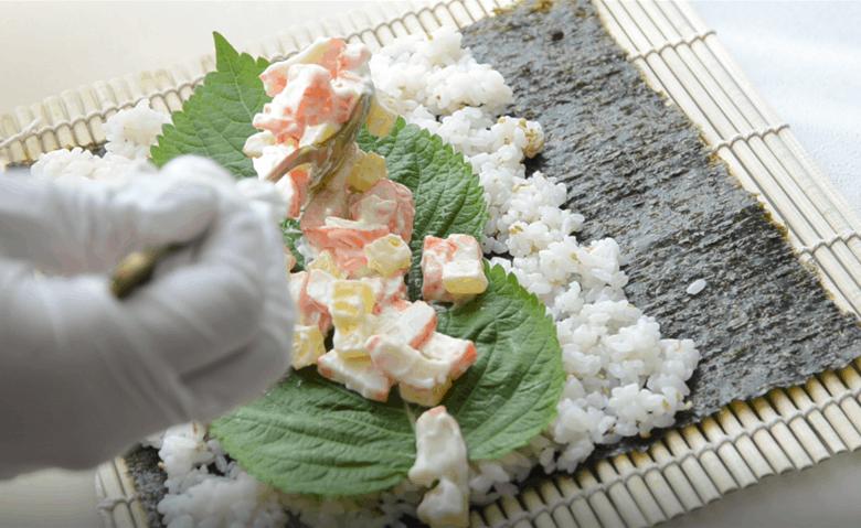 蟹肉沙拉紫菜包飯