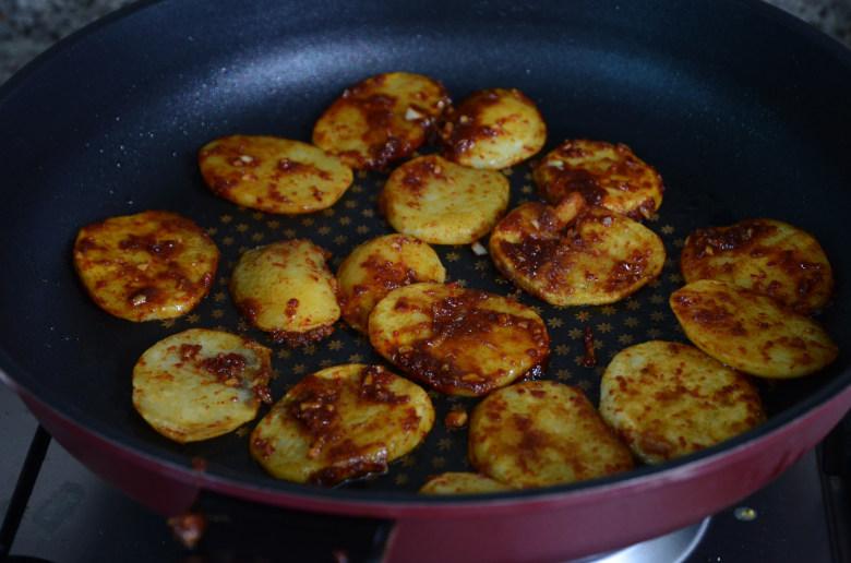 韓式辣煎馬鈴薯食譜
